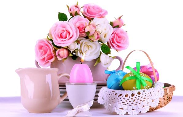 Koszyczek wielkanocny i różowy wazon