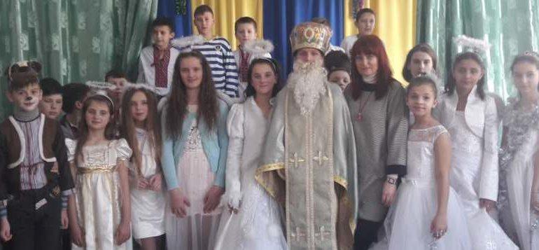 По Вкраїні з краю в край ходить Святий Миколай