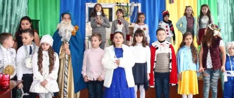 Новорічне свято і карнавал  в школі