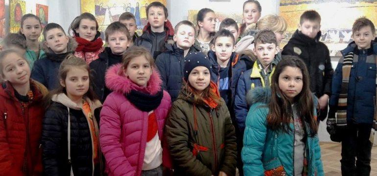 Учні 6-го класу відвідали вистаку художниці Лідії Федай